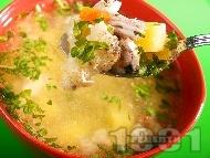 Бистра домашна супа от пиле, карфиол, лук, чесън и целина без застройка